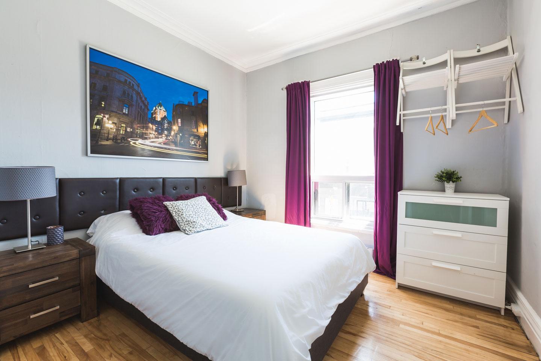 Château du Plateau: chambre 2, lumineuse avec matelas en mousse-mémoire confortable