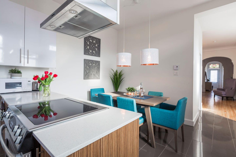 Chic Laurier: cuisine moderne toute équipée avec table pour 6 personnes