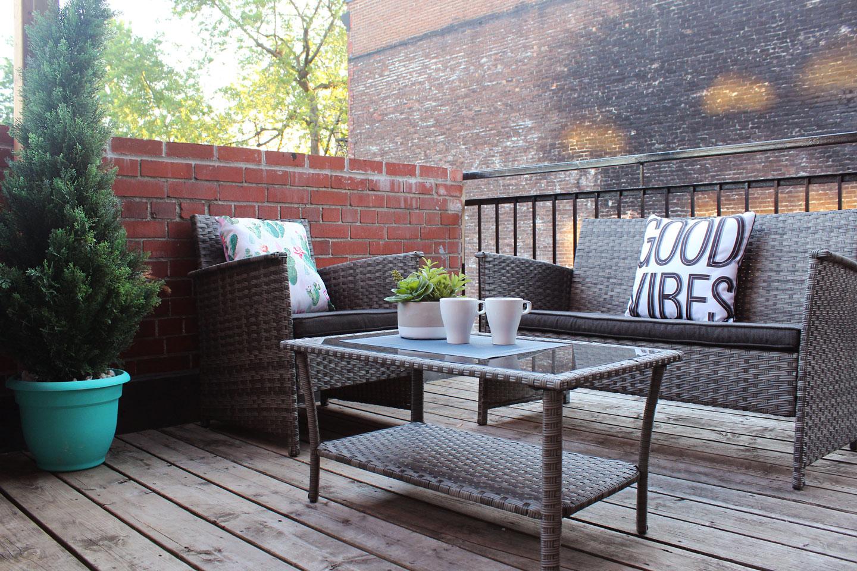 Chic Laurier: terrasse avec mobilier extérieur de style lounge