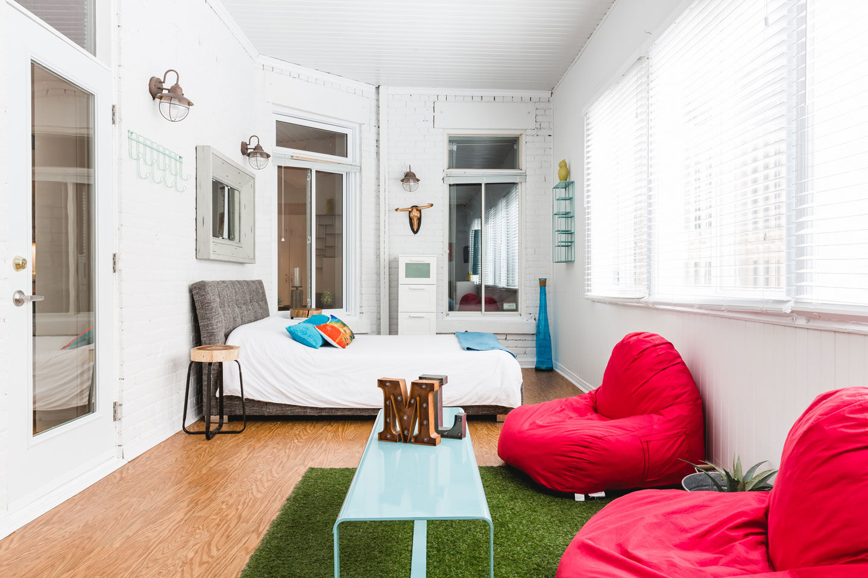 City Chalet : chambre veranda de style lounge
