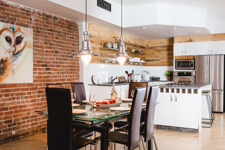City Chalet : salle à manger avec table en verre