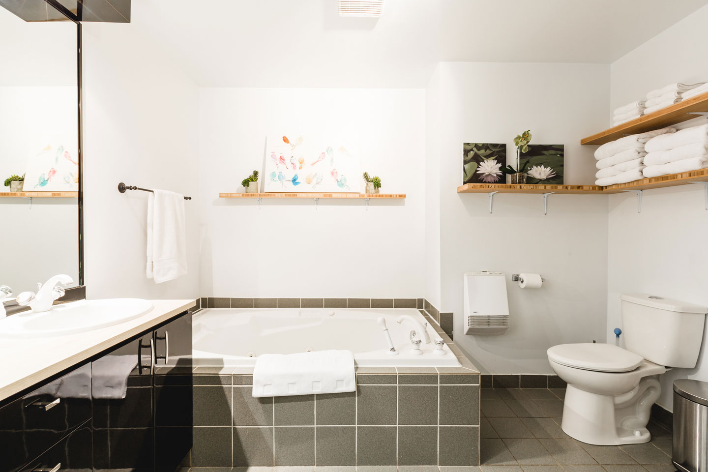 City Chalet : salle de bain avec bain à remous