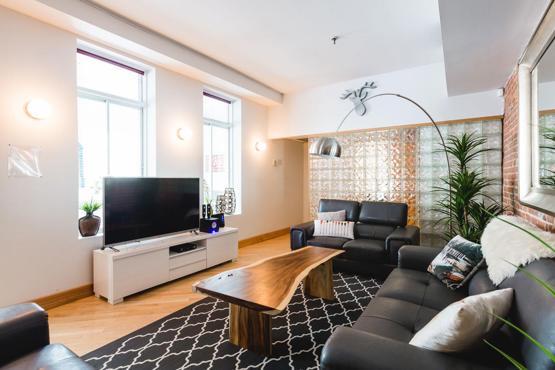 City Chalet : salon avec télé HD avec câble et Netflix, et Internet Wi-Fi haute vitesse