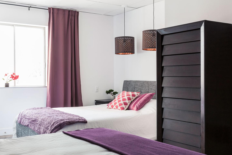 Entertainer: chambre avec lit Queen et matelas en mousse-mémoire ultra-confort