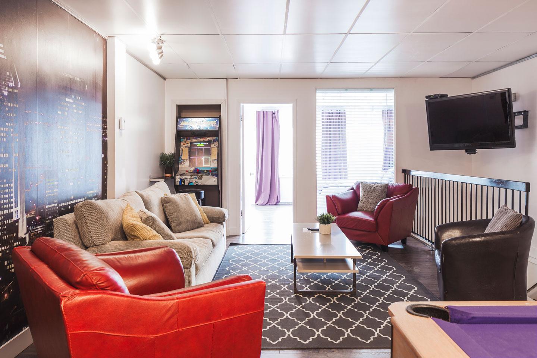 Entertainer: salon avec télé HD avec câble et Netflix, et Internet Wi-Fi haute vitesse