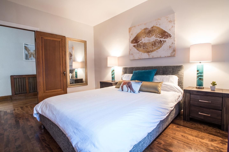 Golden kiss: chambre 2, lit queen et matelas en mousse-mémoire confortable