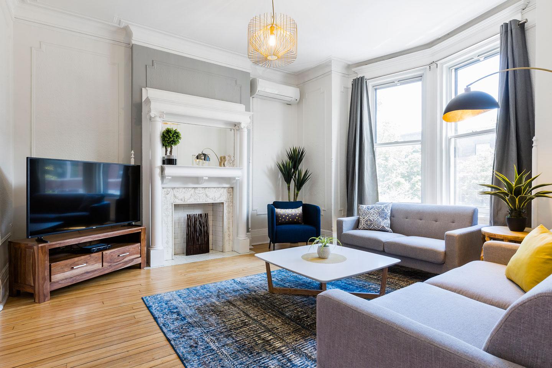 Chic Laurier #2: salon avec foyer, télévision HD, Netflix et WiFi gratuit