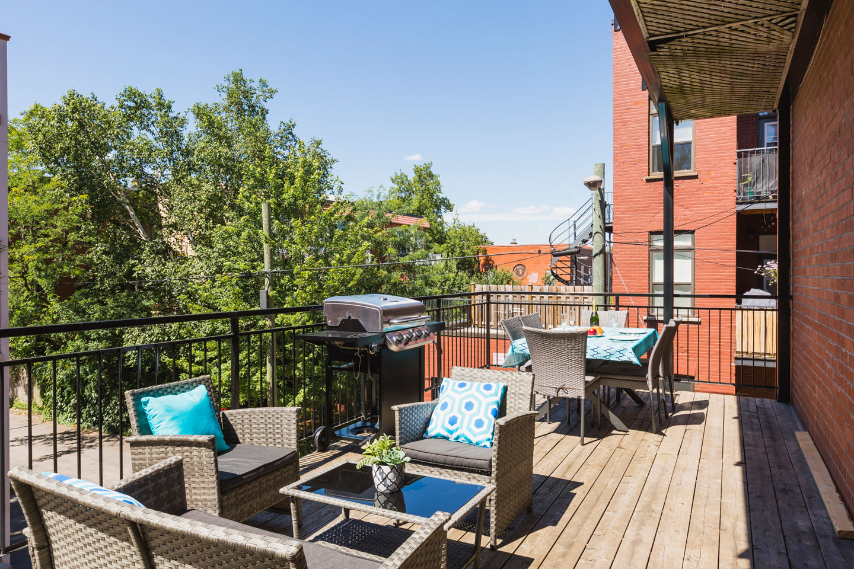 Chic Laurier #2: terrasse privée ensoleillée avec BBQ et table extérieure