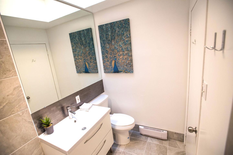 MTL Zoo: 2 salles de bain complètes et fraîchement rénovées