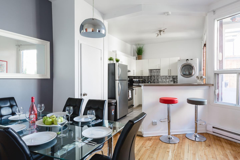 Vinyle: cuisine, salle à manger et comptoir-bar