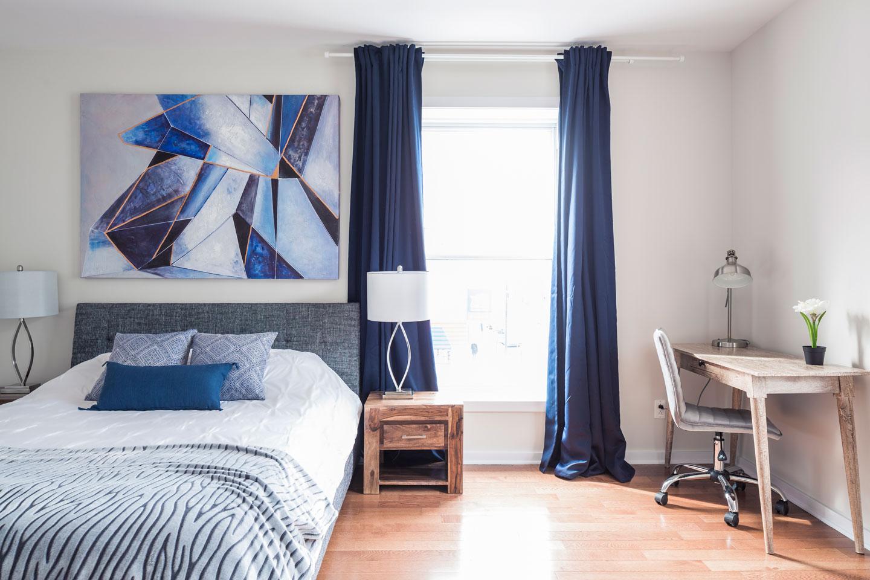 Suite 101: chambre des maîtres avec lit queen et matelas en mousse-mémoire ultra-confort