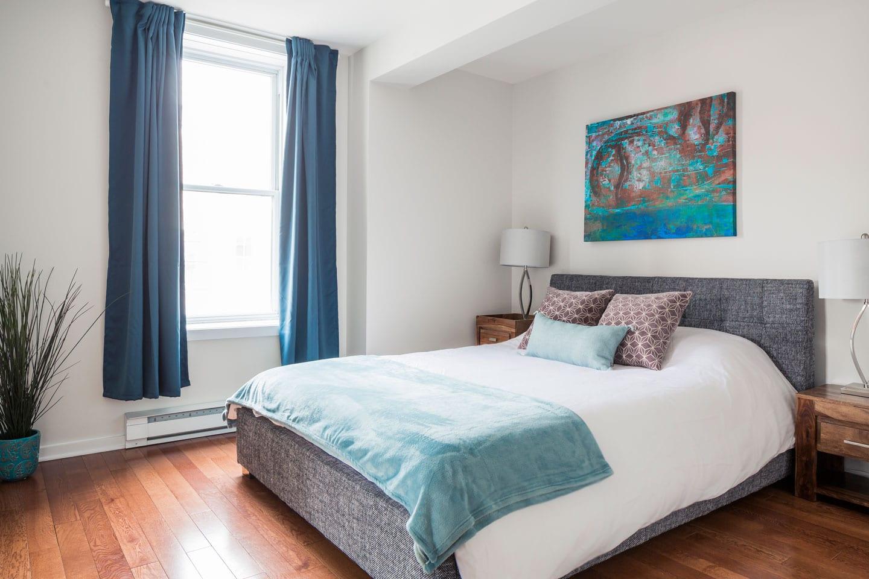 Suite 101: chambre 2, lit queen avec matelas en mousse-mémoire ultra-confort