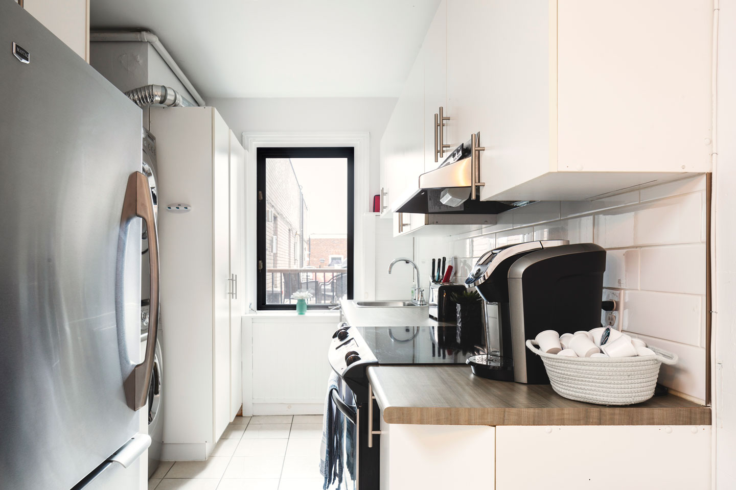 Golden kiss: fully equipped kitchen with Keurig coffee machine with pods provided