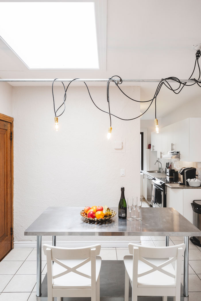 Golden kiss: fully equipped kitchen with skylight lounge