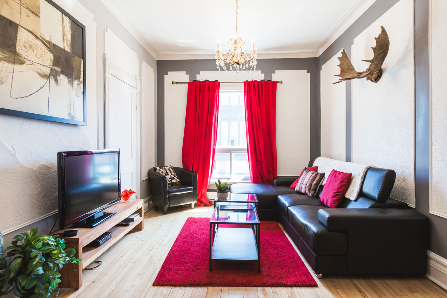 Château: living room with HD TV with cable and Netflix