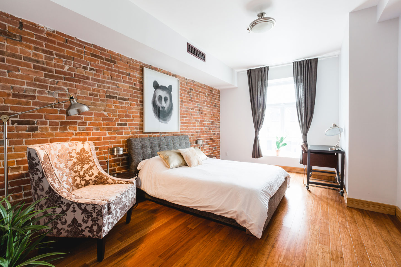 City chalet: luminous master bedroom with work desk
