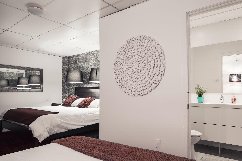Entertainer: bedroom with ensuite bathroom