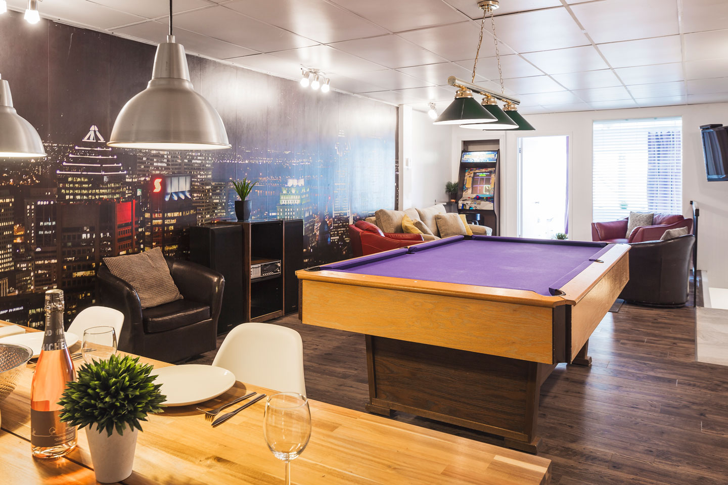 Entertainer: living area loft style