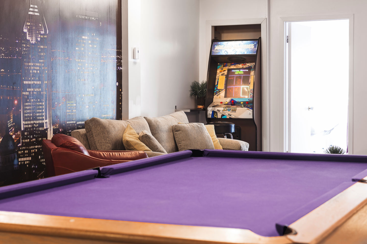 Entertainer: playroom with a pool table and an arcade machine