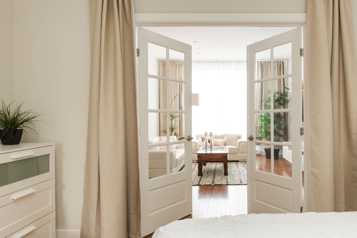 Fabfour: bedroom with french doors