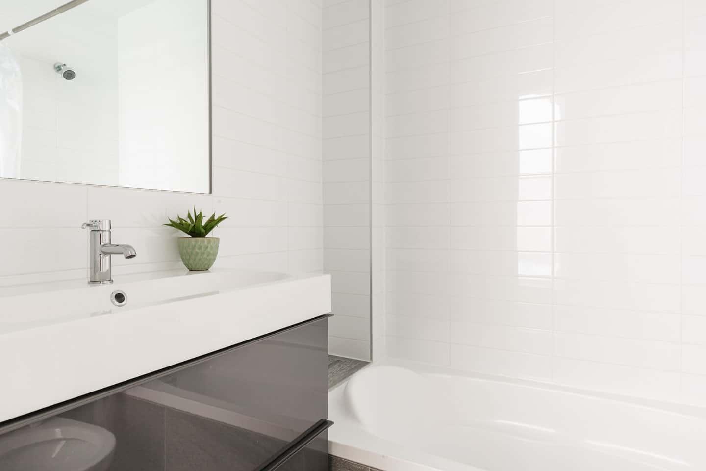 Fabfour: 2 salles de bain avec douche et bain