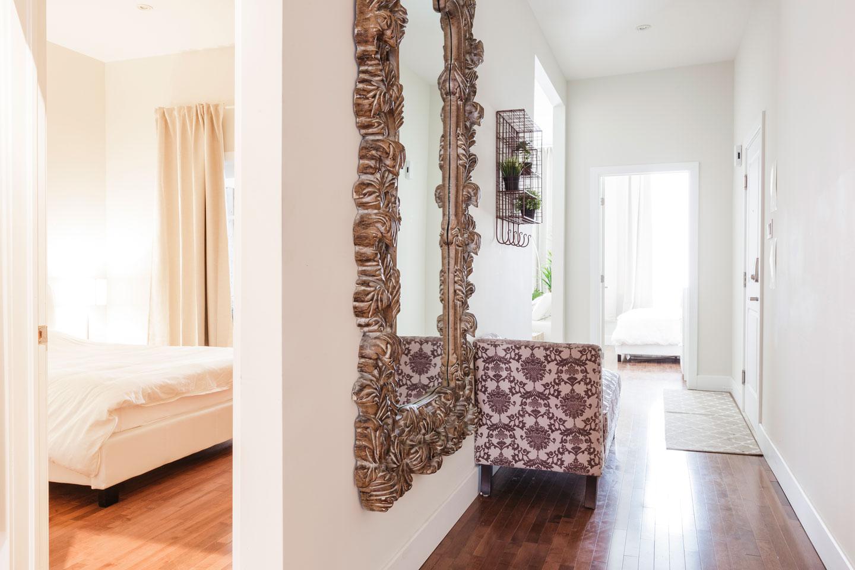 Fabfour: spacious hallway
