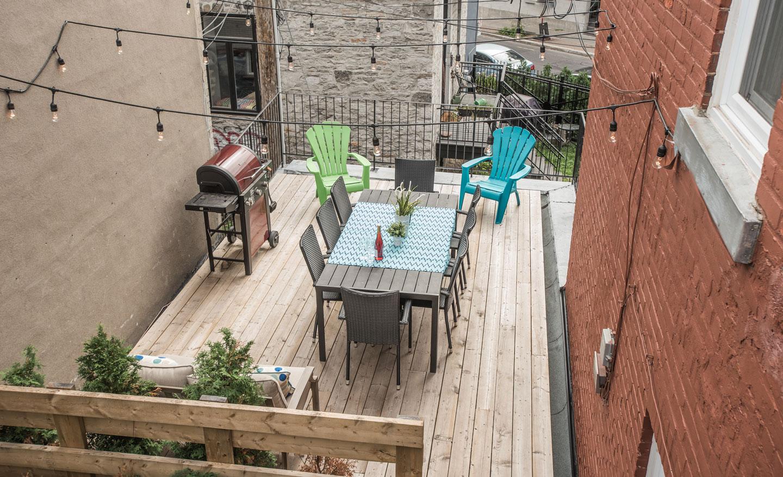 Fabfour: sunny spacious patio