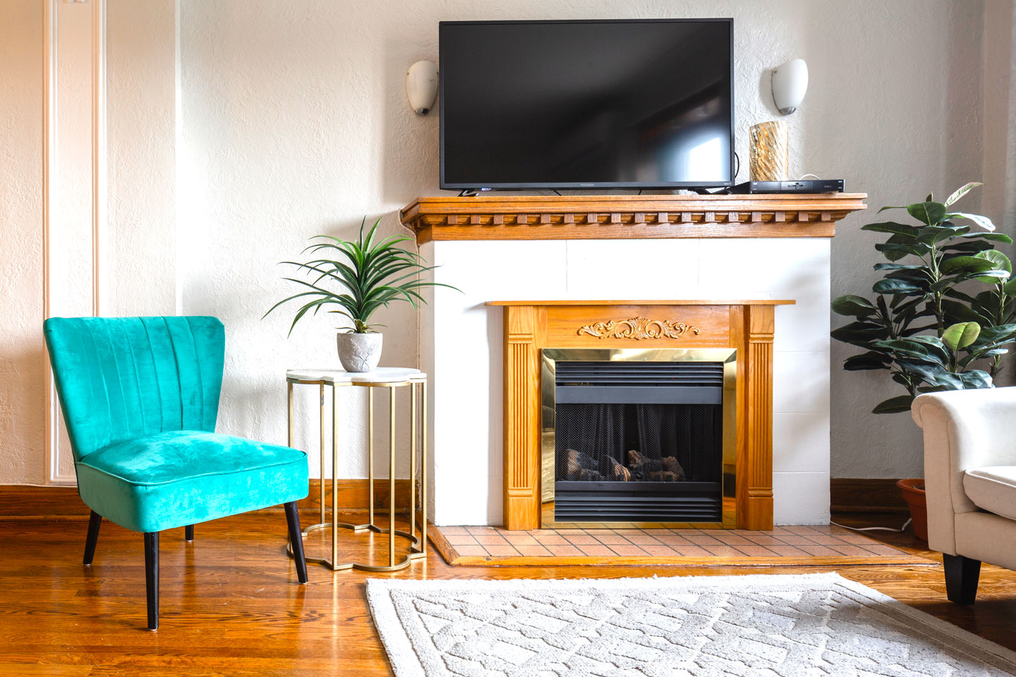 Golden kiss: living room with electric fireplace