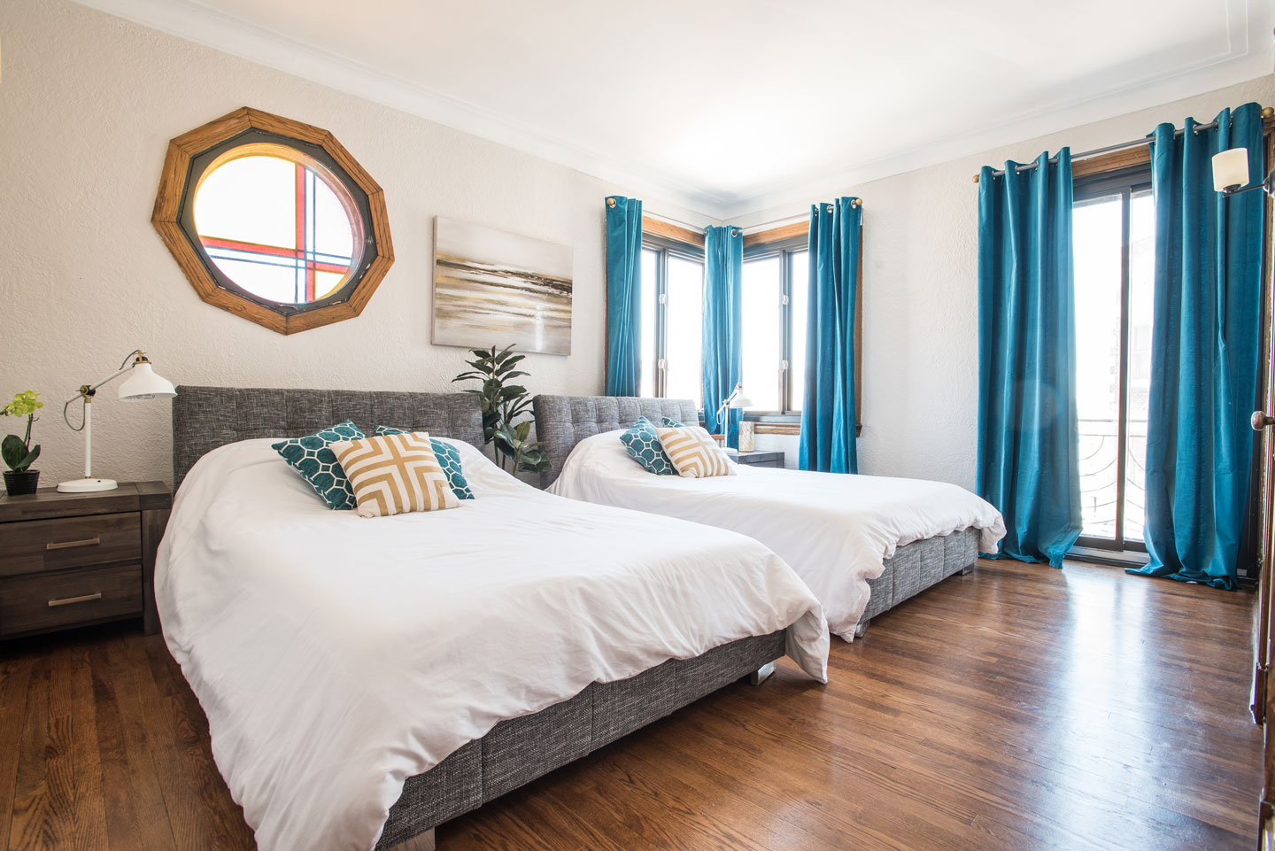Golden kiss: master bedroom with 2 double beds and comfortable memory foam mattresses