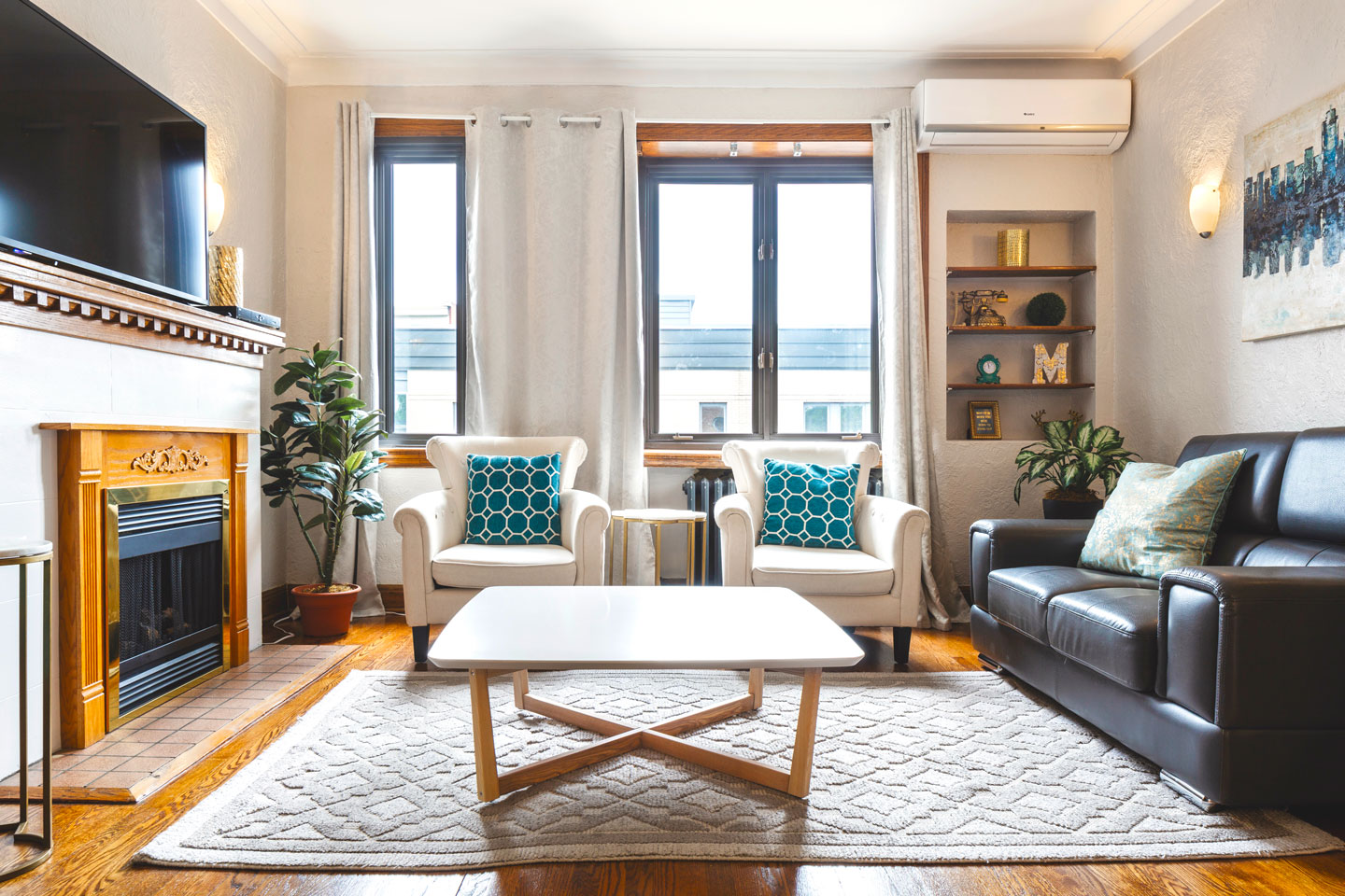 Golden kiss: spacious living room with air conditioning