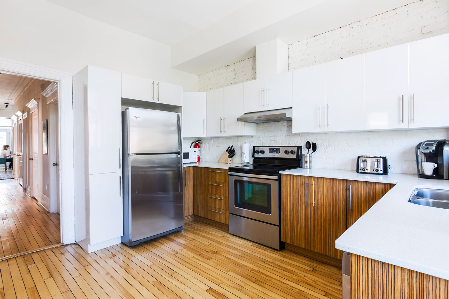 Chic Laurier #2: spacious fully equipped kitchen