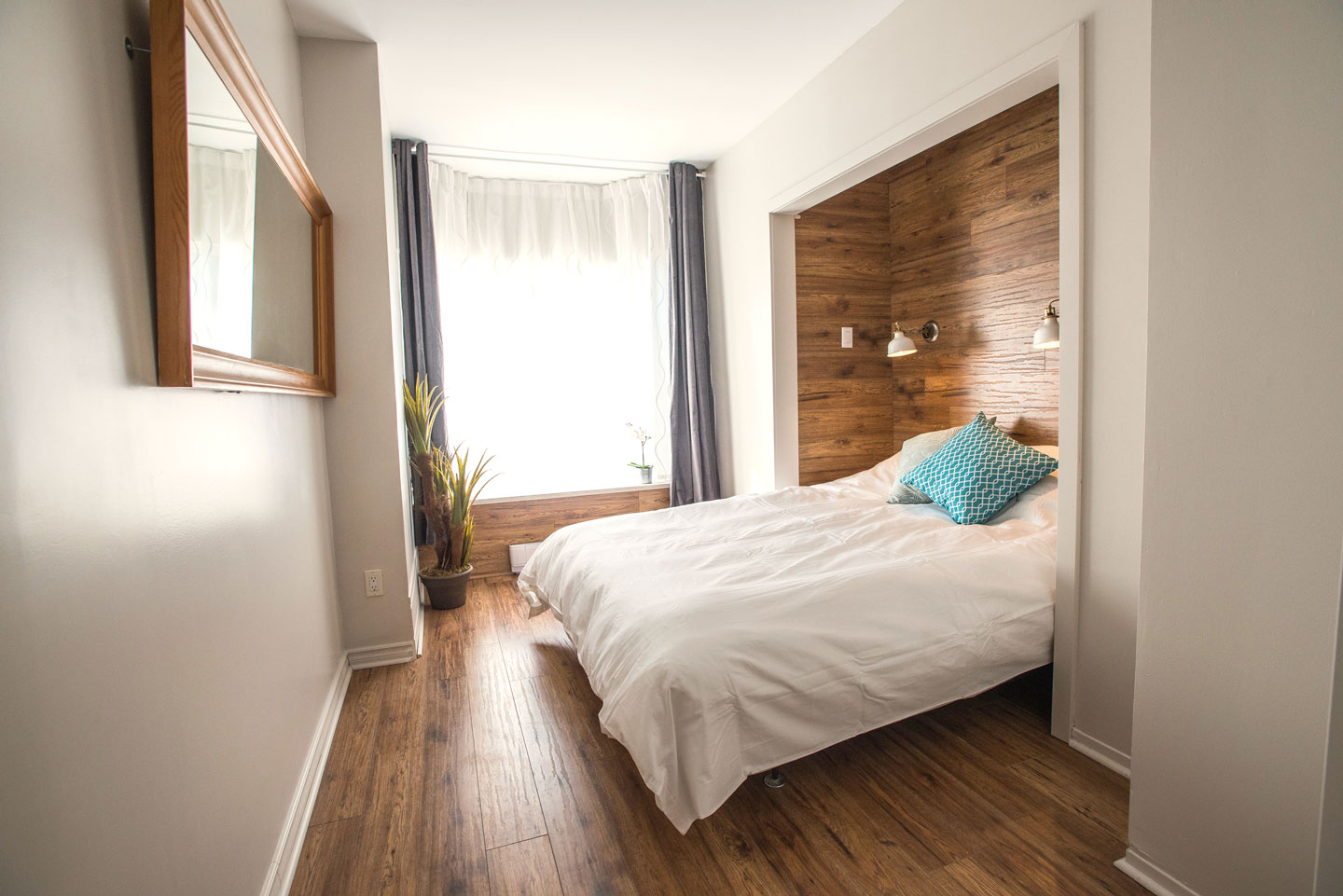 Mtl Zoo: closed bedroom with queen bed and comfortable memory foam mattress