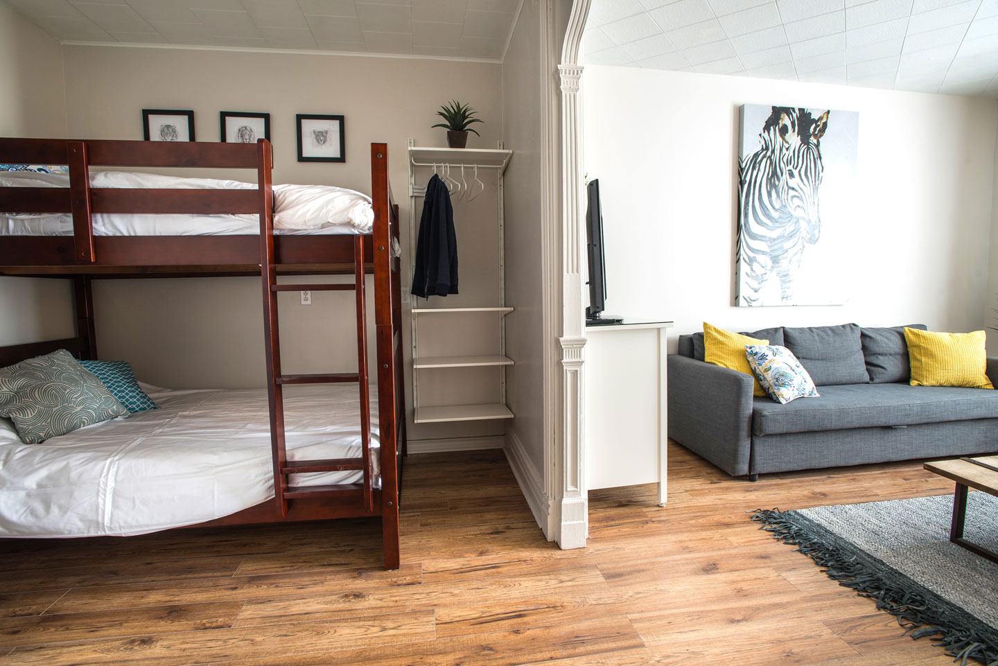 Mtl Zoo: double bunk beds with comfortable memory foam mattress