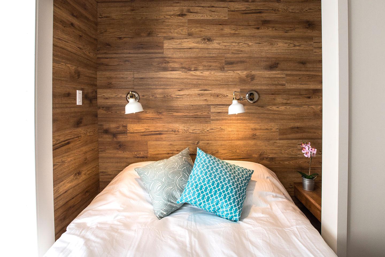 Mtl Zoo: bedroom with queen bed and comfortable memory foam mattress