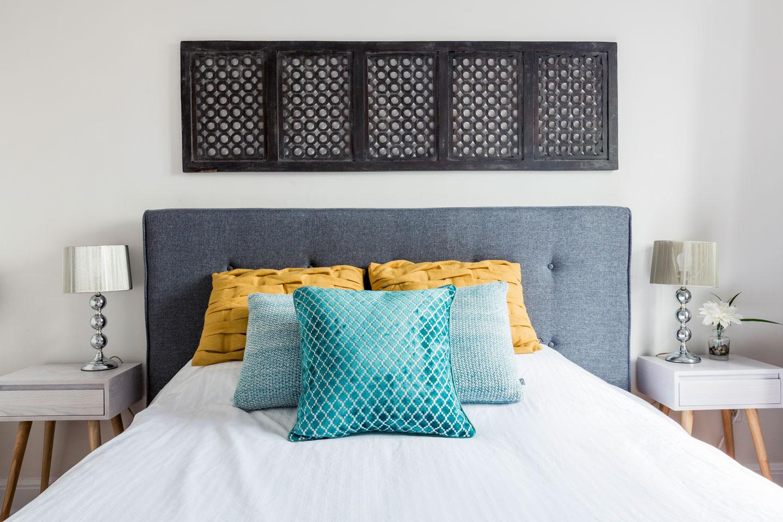 Scandinavian kiss: bedroom with queen bed and memory foam mattress