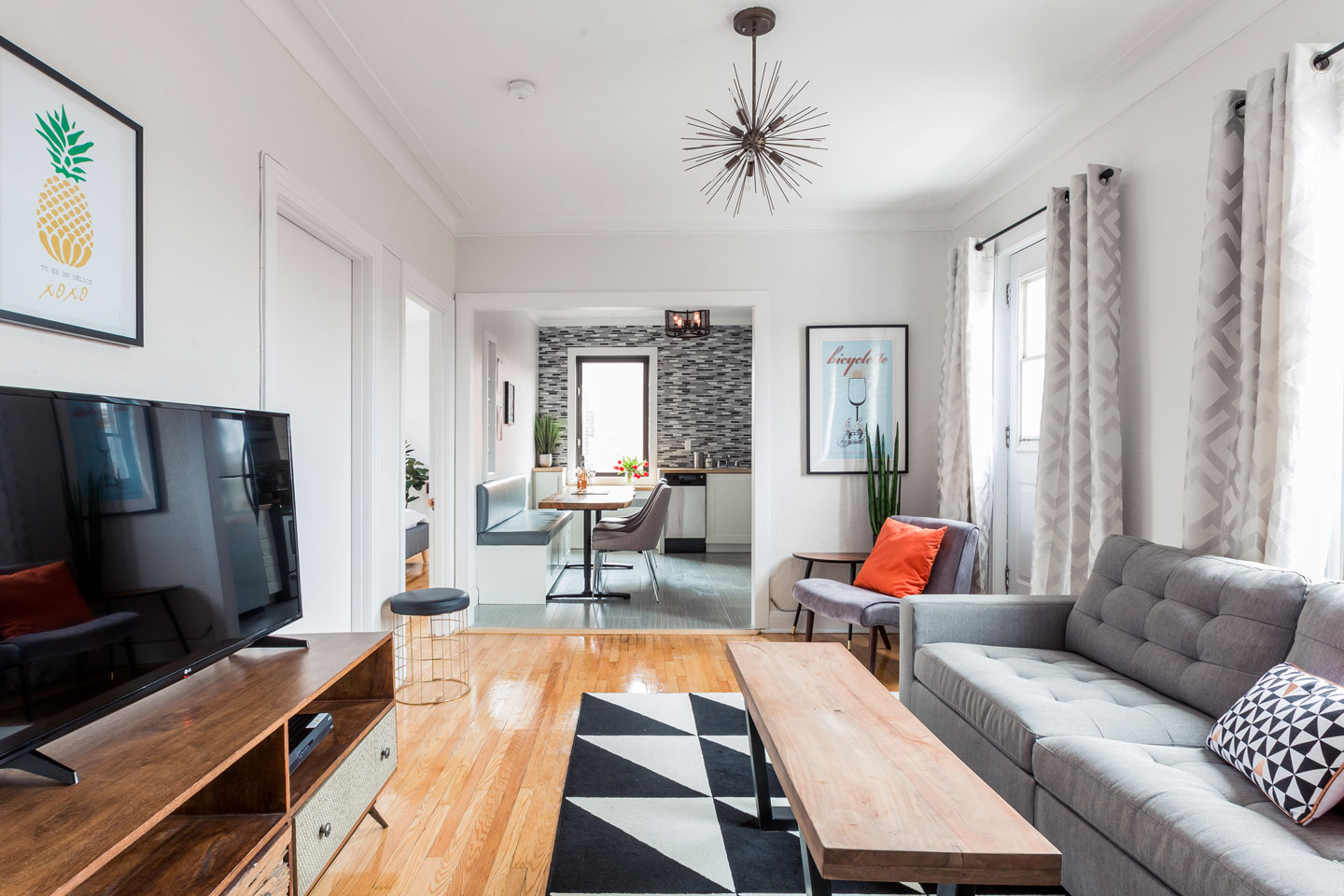 Scandinavian kiss: living room with HD TV, cable, Netflix and free WiFi