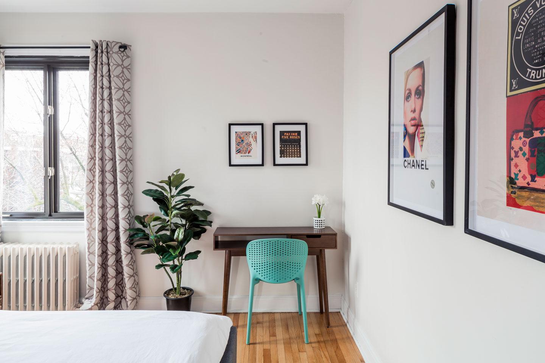 Scandinavian kiss: master bedroom with work desk
