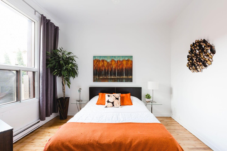 Vinyl: bedroom with queen bed and memory foam mattress