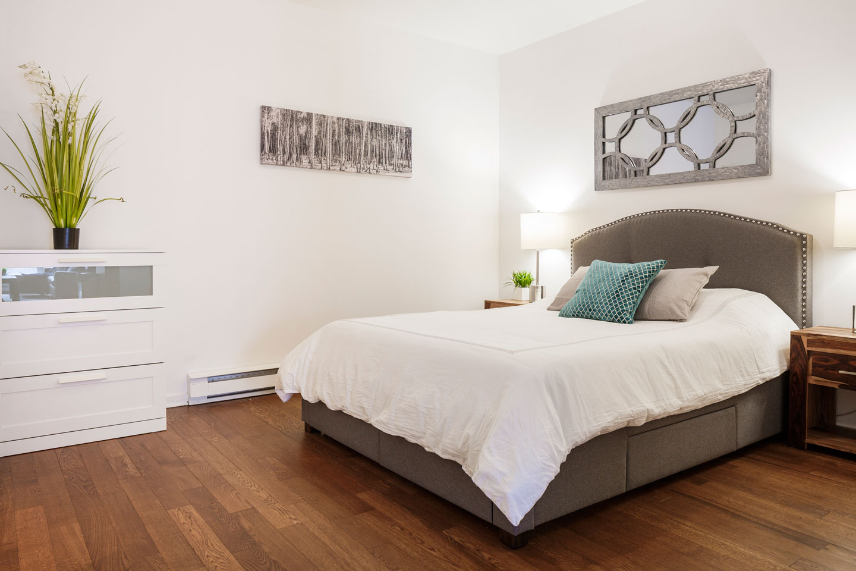 Suite 103: master bedroom with queen bed and memory foam mattress
