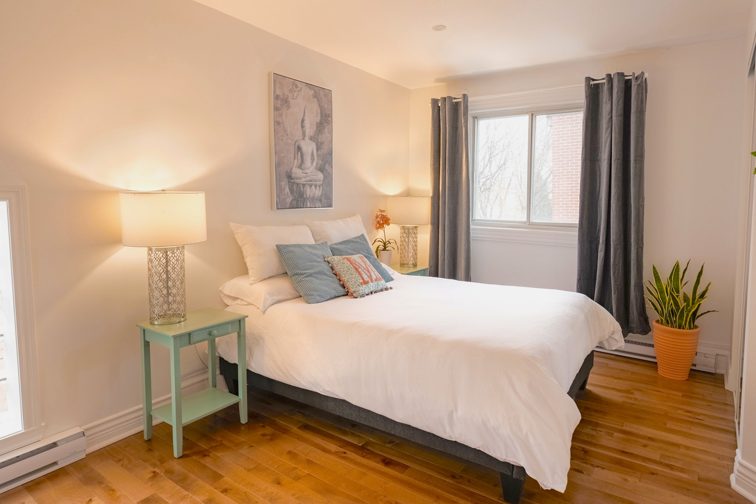 Master bedroom: queen bed with high quality memory foam mattress