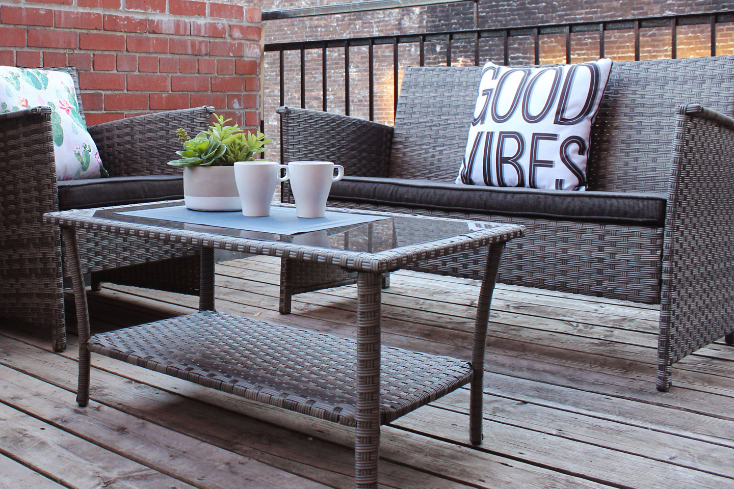 Chic Laurier : outdoor lounge